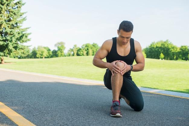 アスレチック男屋外スポーツの練習 無料写真