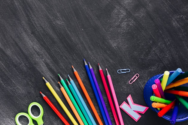 Макет цветных карандашей и маркеров Бесплатные Фотографии
