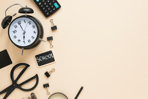 学用品と目覚まし時計の平置き 無料写真