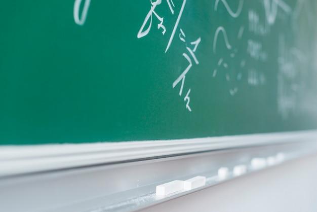 書かれた数式と黒板 無料写真