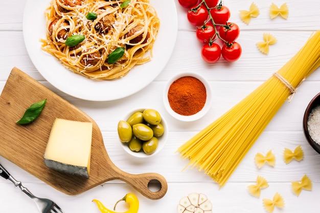 Плоская композиция итальянской кухни Бесплатные Фотографии