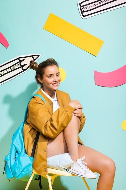 メンフィスの背景に女子高生の肖像画 無料写真