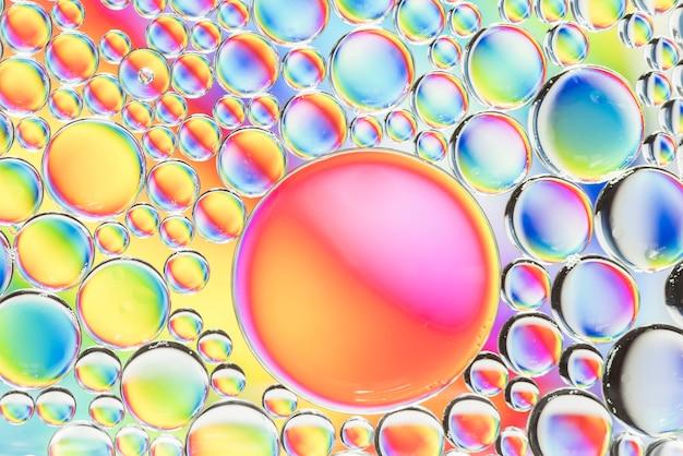 虹の抽象的な泡の質感 無料写真