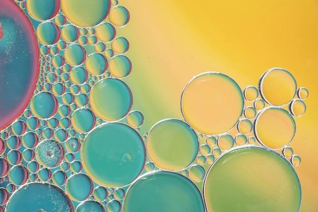 抽象的な色とりどりの泡の質感 無料写真