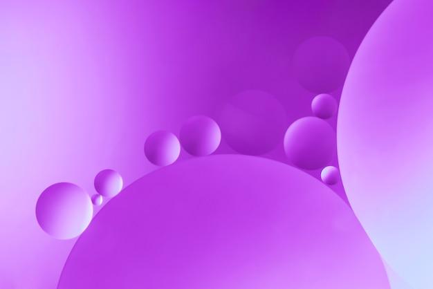 泡と明るい紫色の抽象的な背景 無料写真