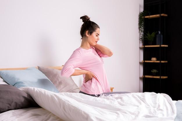 Фитнес женщина просыпается по утрам Бесплатные Фотографии