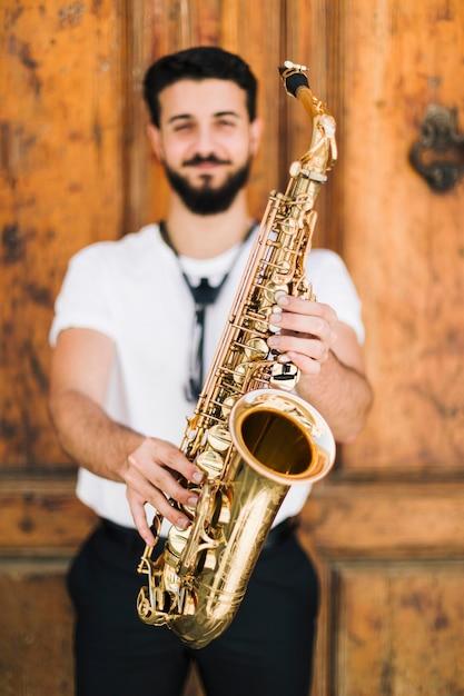 デフォーカススマイリーミュージシャンが開催したサックス 無料写真