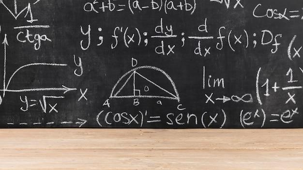 Черная доска с математическими задачами Бесплатные Фотографии