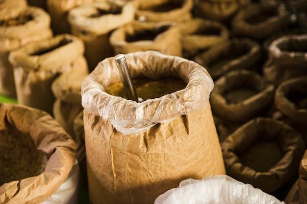 茶色の紙の穀物袋のクローズアップ 無料写真