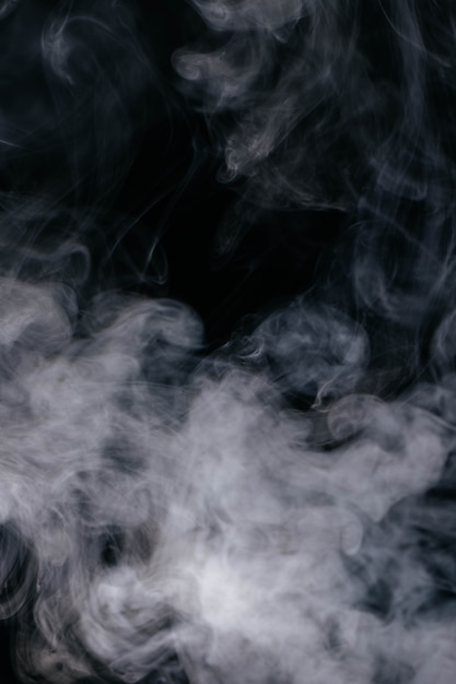 黒の背景に灰色の煙波 無料写真