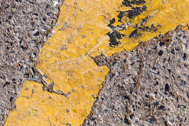 Деталь дороги с желтой линией Бесплатные Фотографии