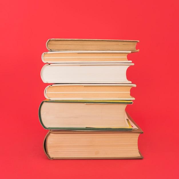 ハードカバーの本のスタック 無料写真