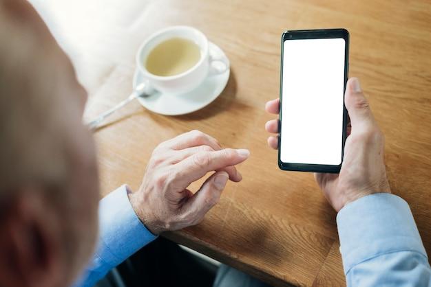 Макро старик смартфон макет Бесплатные Фотографии