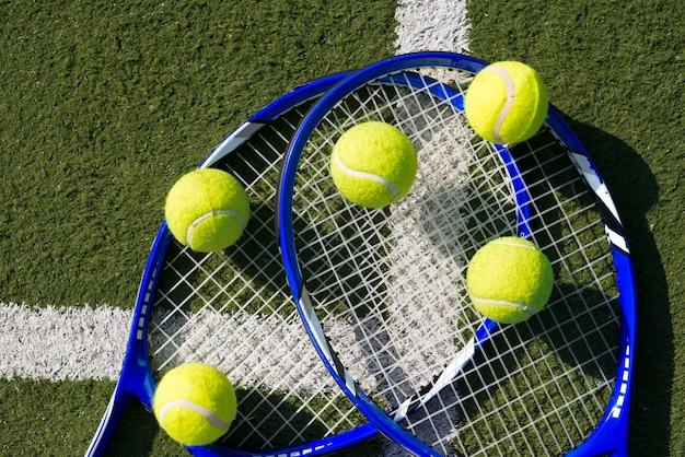 トップビューテニスラケットとボール 無料写真