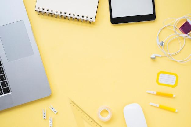 Плоская планировка рабочего пространства с копией пространства Бесплатные Фотографии