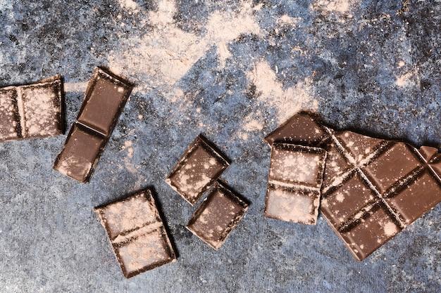 輝くココアで覆われたチョコレート錠 無料写真