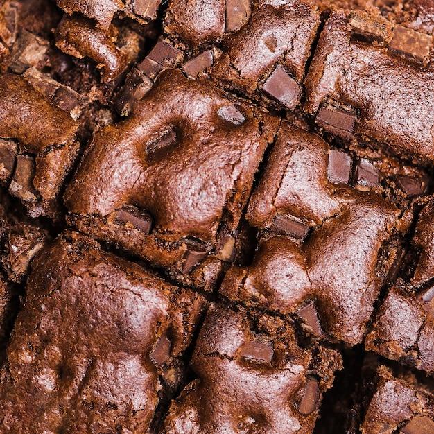クローズアップカットの焼きチョコレートケーキ 無料写真