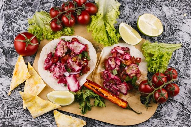 おいしい伝統的なメキシコ料理の手配 無料写真