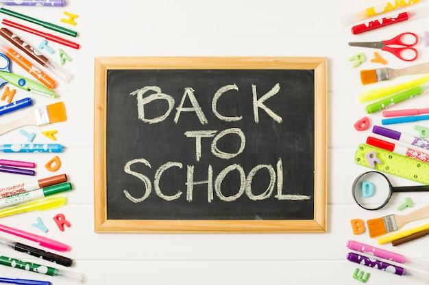 学校の正面に戻る黒板 無料写真