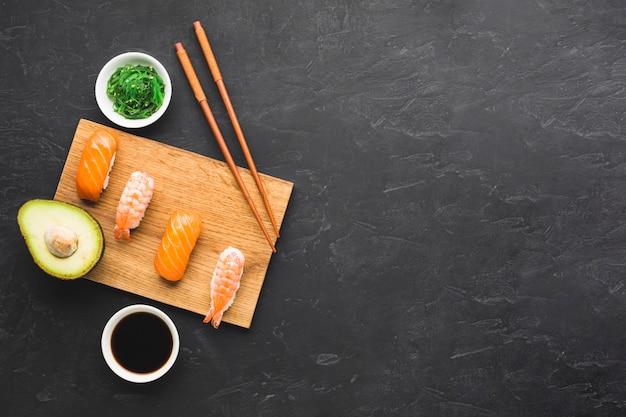 Композиция с плоской планировкой для суши с копией пространства Бесплатные Фотографии