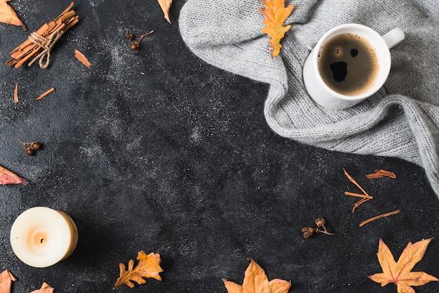 コーヒーカップとセーターのコピースペース 無料写真