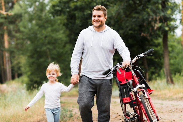Отец и дочь вид спереди Бесплатные Фотографии