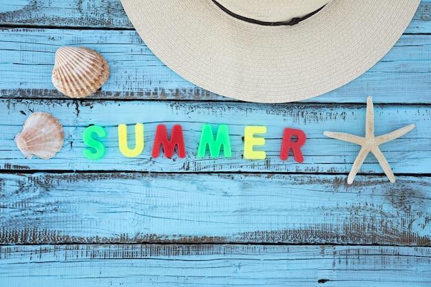 夏の手紙とフラットレイアウト休暇用アクセサリー 無料写真