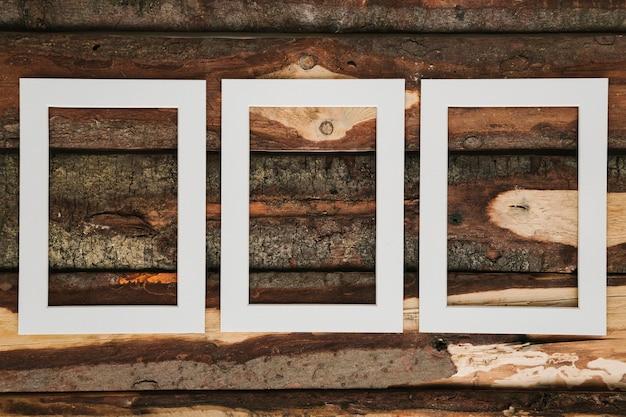 木製の背景を持つ空の装飾的なフレーム 無料写真