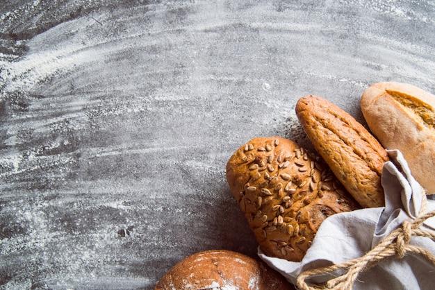 健康的なパン盛り合わせトップビュー、コピースペース 無料写真