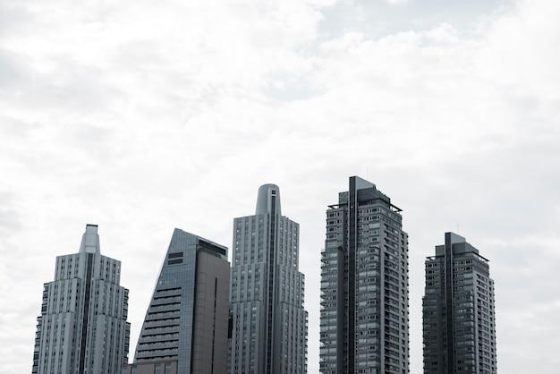 近代的な建物のスカイラインビュー 無料写真