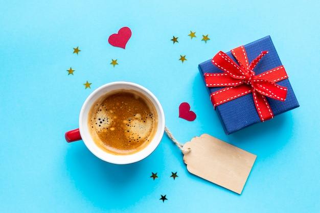 ラベル付きのコーヒーとギフト 無料写真