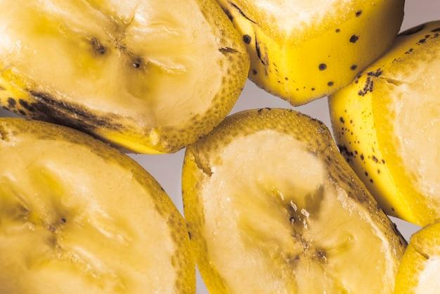 Вид сверху нарезанных ломтиков бананов Бесплатные Фотографии