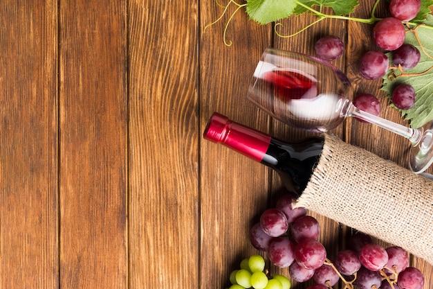 Плоская композиция вина с копией пространства Бесплатные Фотографии