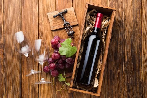 Элегантная бутылка красного вина в бокалах Бесплатные Фотографии