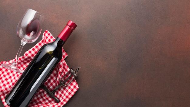 赤ワインのボトルとビンテージ背景 無料写真