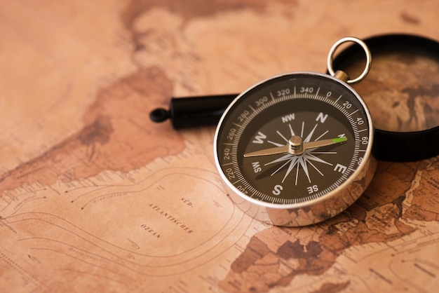アフリカと南アメリカの地図、コンパス 無料写真
