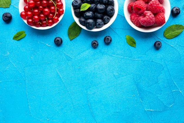 コピースペースと果実の鉢のフラットレイ 無料写真