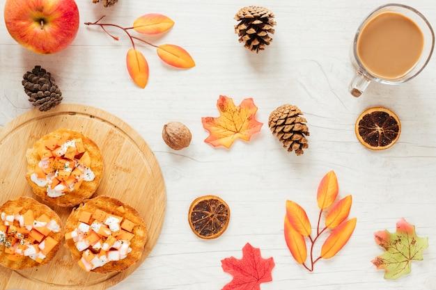 トップビュー秋の食べ物、木製の背景 無料写真