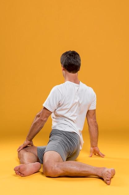 ヨガの練習をしている人 無料写真