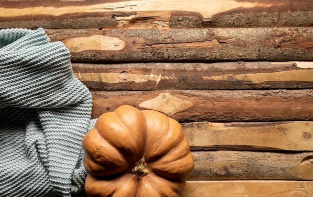 大きなカボチャと平らなかぎ針編みの毛布 無料写真