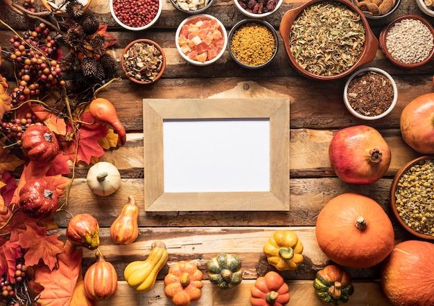 フレイレイ秋食品フレームモックアップ 無料写真