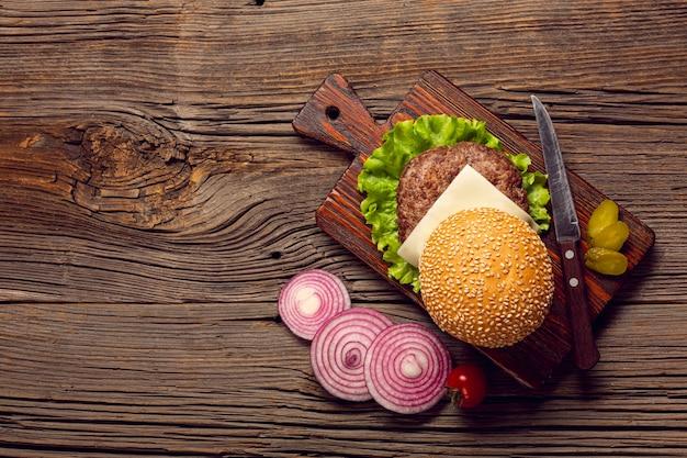 木製のテーブルトップビューハンバーガー成分 無料写真