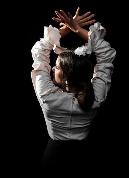 Вид сзади танцор фламенко поднимая руки Бесплатные Фотографии