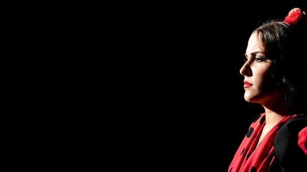 Портрет женщины фламенка с копией пространства Бесплатные Фотографии