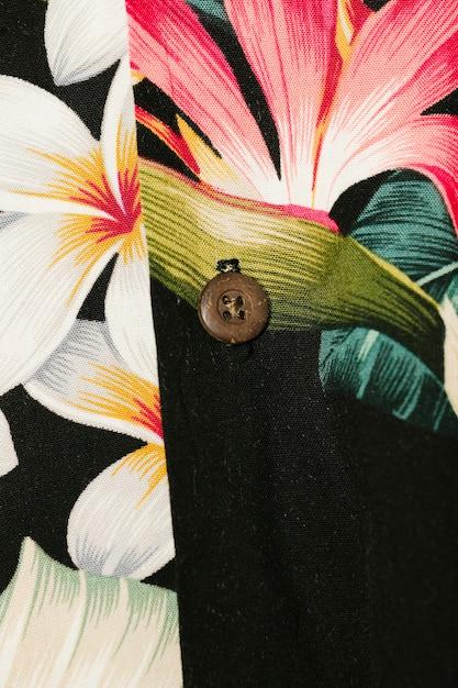 カラフルな花柄シャツのクローズアップ 無料写真