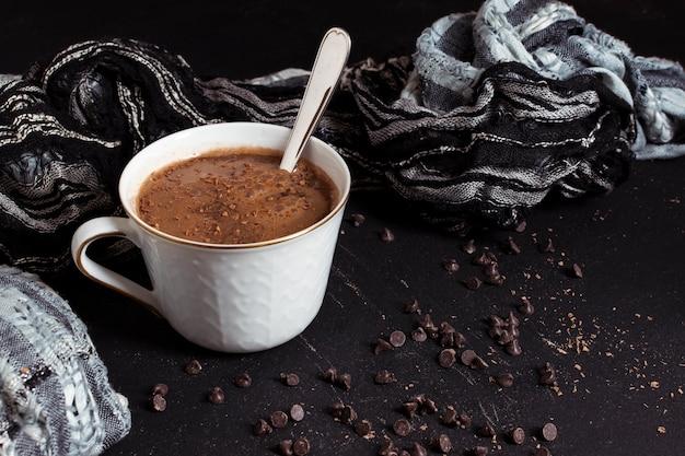 甘いホットチョコレートとカカオチップ 無料写真