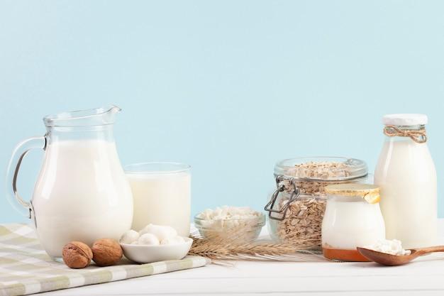 ミルクガラス容器の配置 無料写真