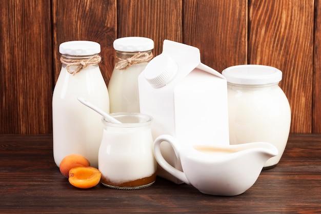 牛乳を詰めたガラス容器 無料写真