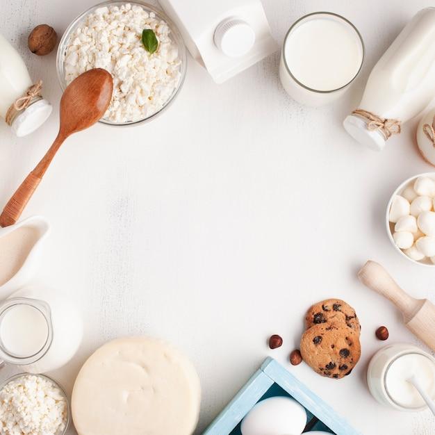 白い背景の上の乳製品フレーム 無料写真