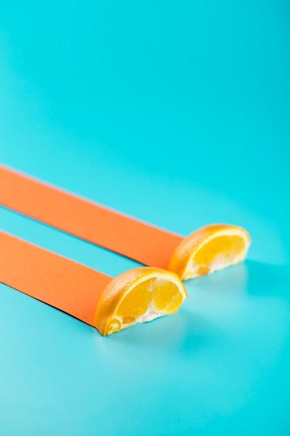 抽象的なドリフトトレイルとオレンジのスライス 無料写真